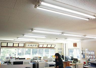 LED照明で年間CO2排出量76%削減!